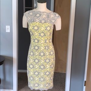 Yellow and gray lace sheath dress Maggy London 6